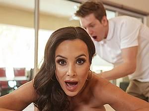 Horny MILF Lisa Ann gets ass massaged by big dick