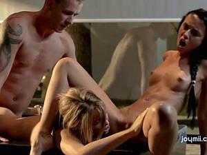 Exquisite threesome in a bathtub
