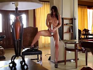Adorable Aidra Fox brings herself to an amazing orgasm