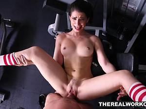 Stretchy Joseline eagerly opens her legs and mouth for cock in the gym
