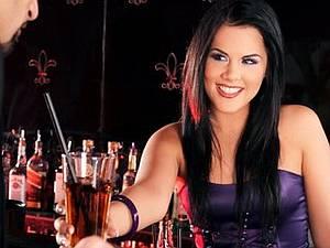 Madison Parker - Slutty bartender gets fucked after work
